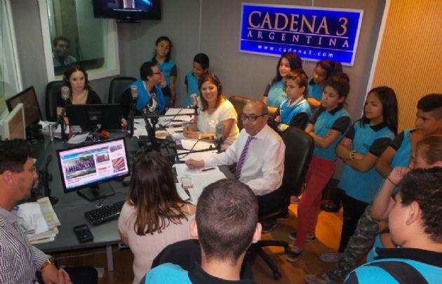 Los alumnos del colegio Illia trajeron su frescura a la radio.