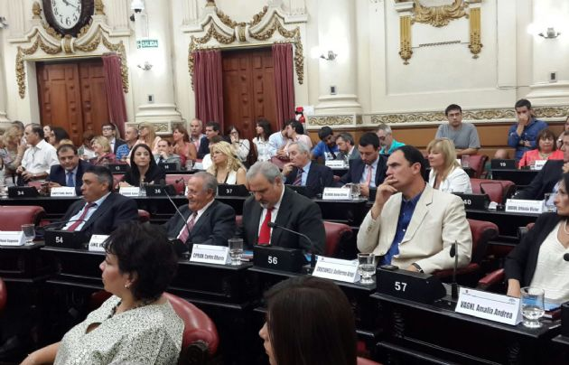 Los 70 legisladores electos juraron este viernes.
