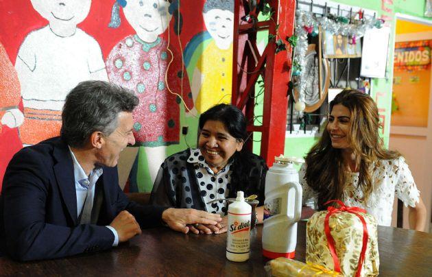 Macri visit el comedor los piletones en villa soldati for Comedor 9 de julio freyre