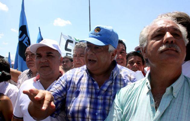 Los estatales de Córdoba marcharon ayer en contra de la reforma.
