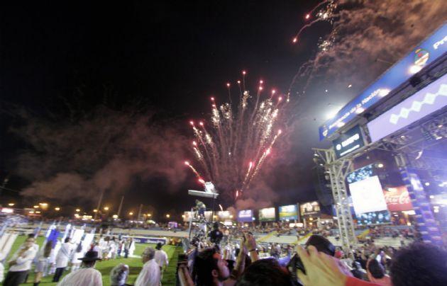 El show de fuegos artificiales, presente en el inicio