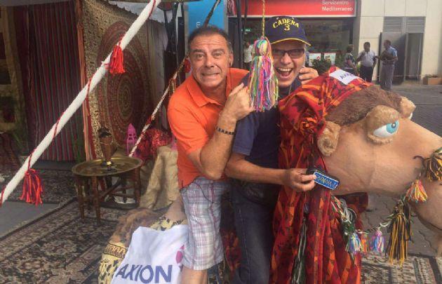 Abelardo Fonseca y Orlando Morales en la carpa árabe del Dakar.