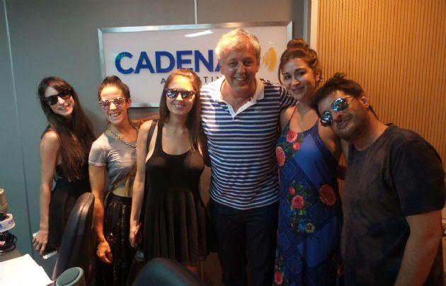 """El elenco de """"Algunas mujeres a las que les cagué la vida"""" visitó Cadena 3."""