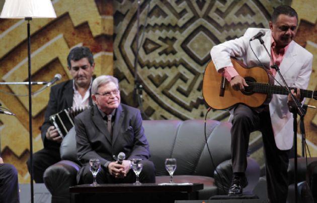 Rony Vargas, Mario Bofill y el Paí Julián Zini en el Festival de Cosquín
