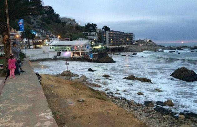 Siguen las marejadas en Chile, pero con menor intensidad (Foto @MBettalemmi).