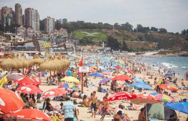 Reñaca, llena de turistas en enero (Foto: @T13)
