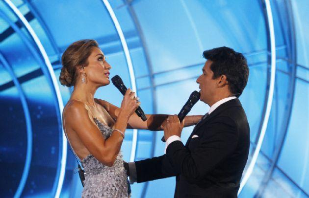 La elegancia de Carolina de Moras y Rafael Araneda (Foto: Agencia UNO/CHV)