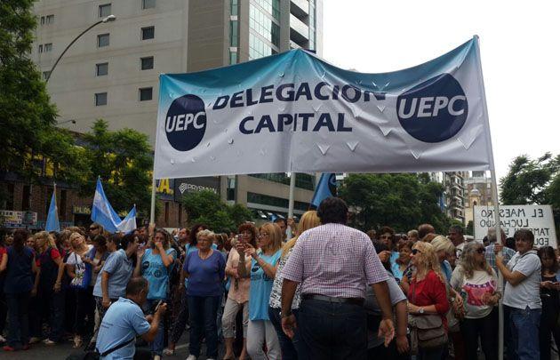 Los docentes marchan a Casa de Gobierno (Foto: Archivo)