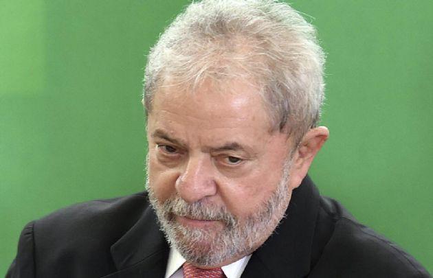 Lula da Silva y su esposa son investigados por una casa en la playa.