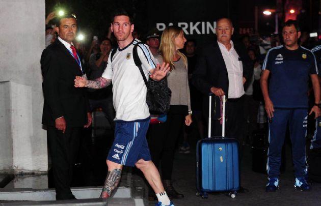 Messi fue el jugador más ovacionado por los fanáticos que esperaban a la Selección.