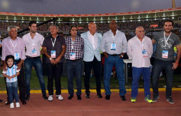 El titular de Córdoba Deportes, Dertycia, distinguió a ex jugadores del seleccionado.