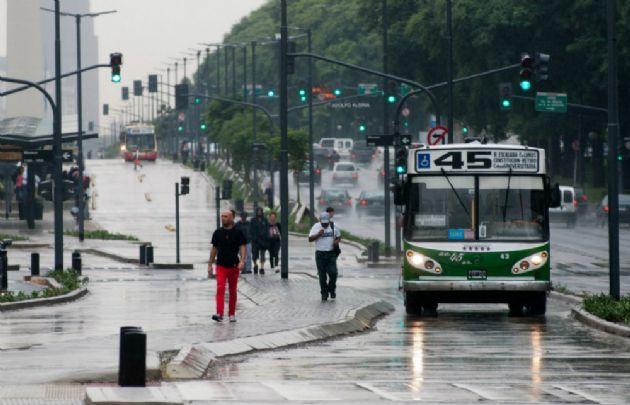 Desde mañana, será  más caro viajar en colectivos, trenes y subtes porteños.