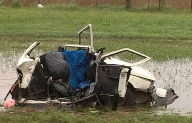 El Fiat Uno quedó destruido por completo (Foto: @CachitoVaca)