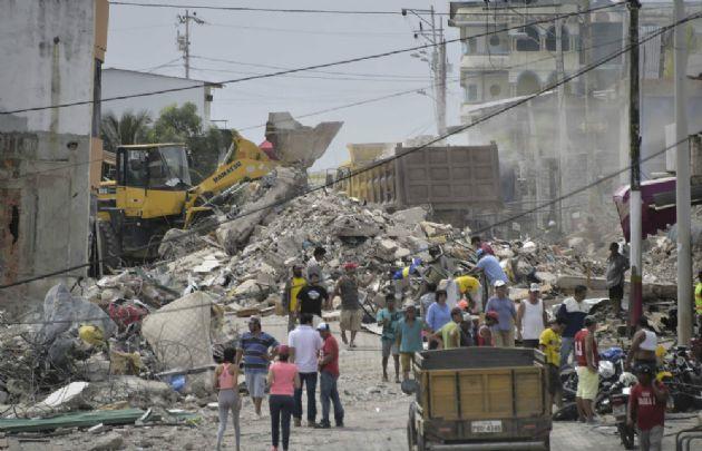 Son 1.700 los desaparecidos en Ecuador tras el terremoto.