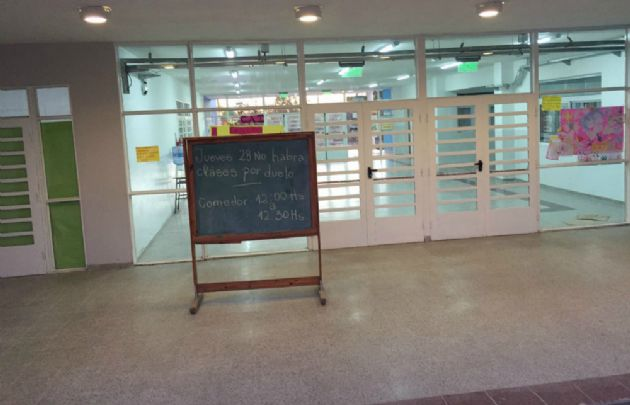 La escuela de barrio La Tela está cerrada por duelo.