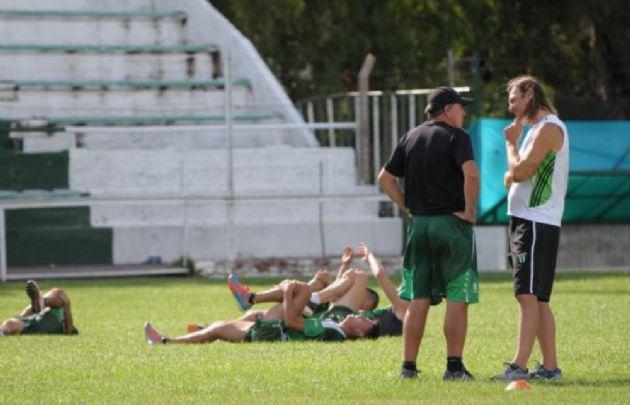 Estudiantes (SL) viajó a Córdoba pero sigue en duda el partido.
