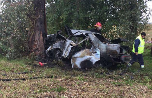 Así quedó el Renault 9 tras incendiarse.