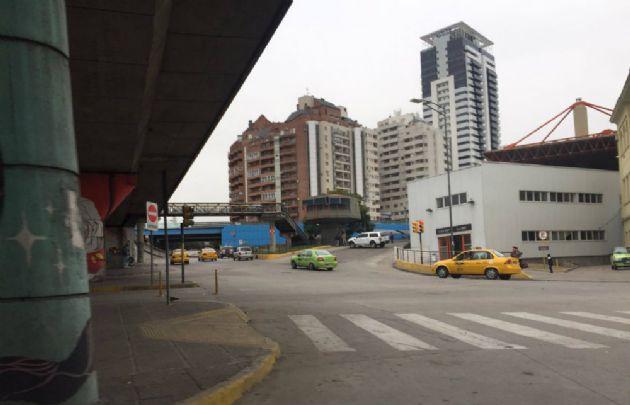 Parte de la terminal se ve desierta por el paro de interurbanos.