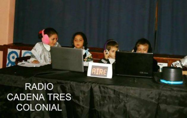 Radio Cadena 3 Colonial, por los alumnos del Instituto Santa Juana de Arco.