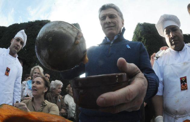 Macri compartió el locro del 25 de Mayo con funcionarios y organizaciones sociales.