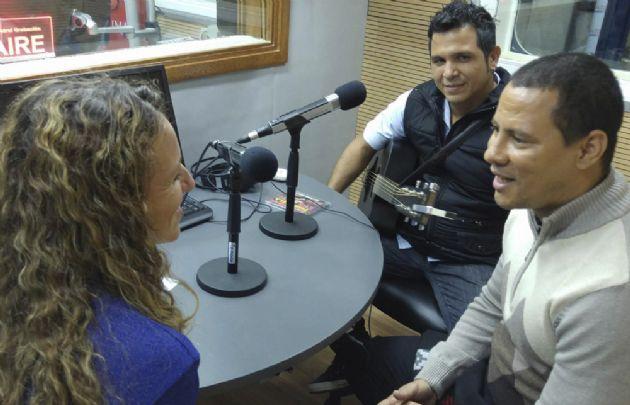 Flavia Dellamaggiore entrevistando a Israel y Yael.