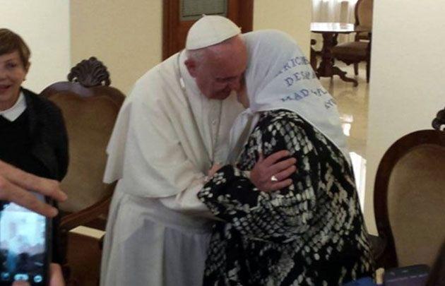 El Papa con Hebe de Bonafini en Santa Marta.