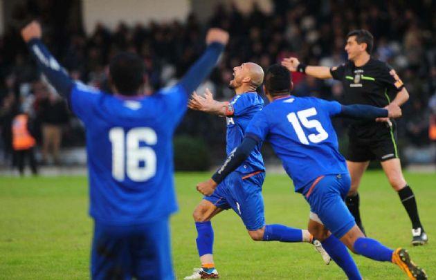 Pablo Guiñazú festeja el gol que le dio el triunfo a la ''T''.