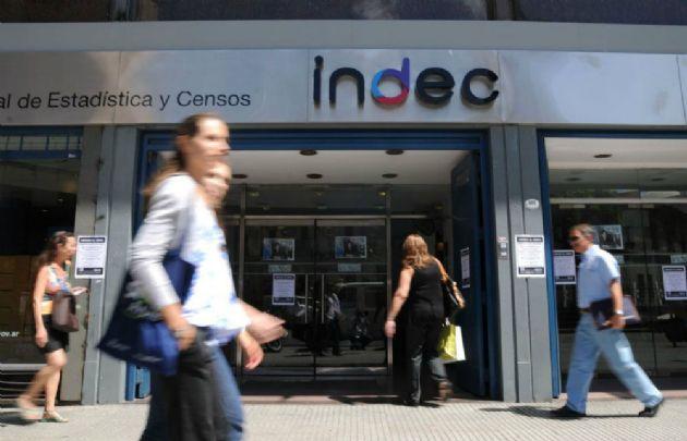 El Indec informó que la desocupación bajó del 8,5% al 7,6% en el último trimestre.