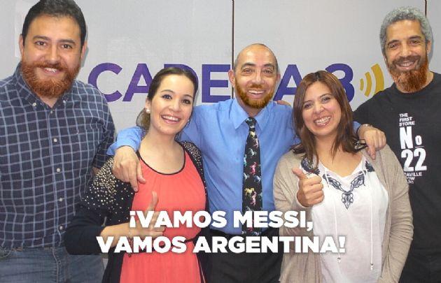 Los hombres del equipo de Juntos le hace el aguante a la selección argentina.