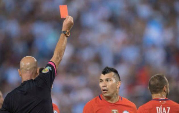López tuvo un polémico arbitraje en el primer tiempo.