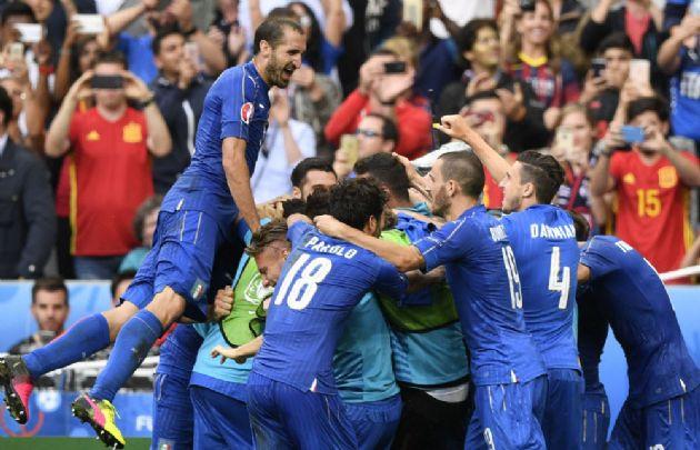 Italia venció a España 2 a 0 en los octavos de la Eurocopa.