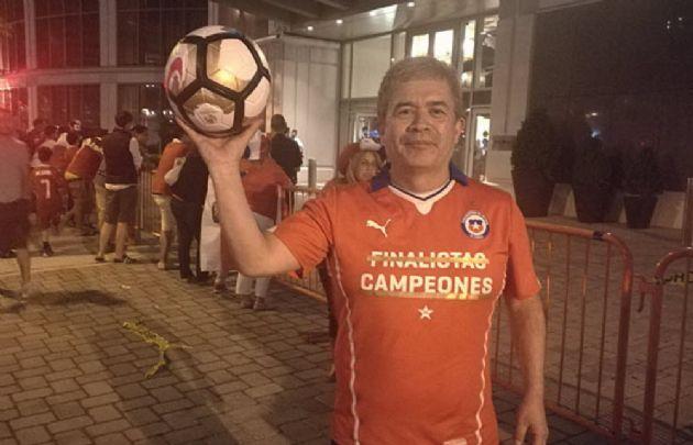 El hincha chileno tildó el insólito hecho de ''sueño divino'' (Foto: Emol).