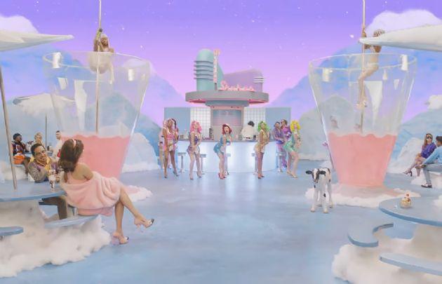 La ex Black Eyed Peas volvió al mundo de la música con un video muy creativo.