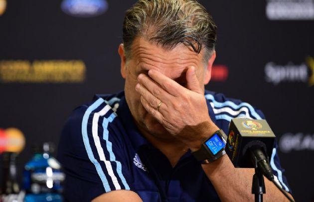El DT, en el momento que anunció su renuncia a la Selección.