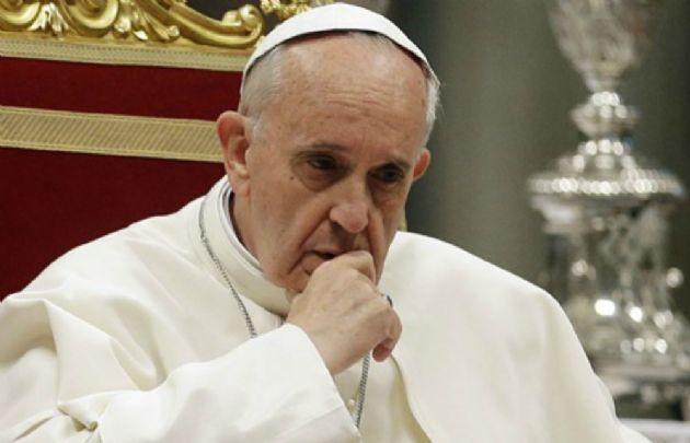 El Papa pidió a los reunidos en San Pedro rezar el rosario por las víctimas.