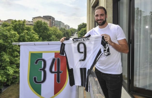 Higuaín llegó a Juventus tras una millonaria oferta.