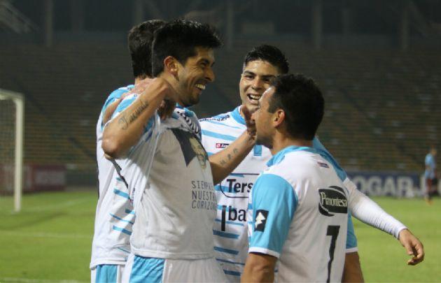 Velázquez le dio el agónico triunfo a Belgrano en el último minuto.