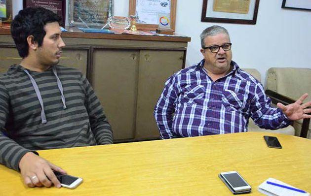 Hidalgo (derecha) confirmó la sociedad con Belgrano (El Diario del Sur de Córdoba).