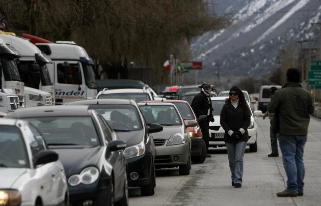 Intenso movimiento de vehículos hacia Chile