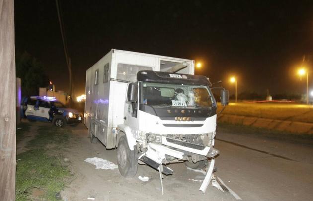 Así quedó el camión de Epec tras el choque con un automóvil.