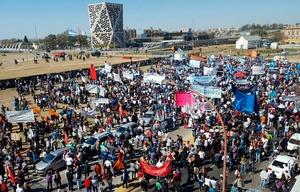 La marcha culminó frente al Centro Cívico.