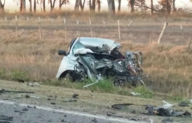 Así quedó el Chevrolet Onix en que se conducía la víctima fatal.