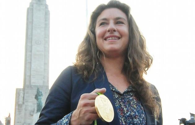 Cecilia Carranza y Santiago Lange fueron recibidos como héroes en Rosario.