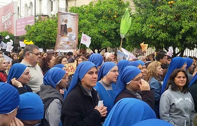 Una multitud asiste a la beatificación de Mama Antula en Santiago del Estero.