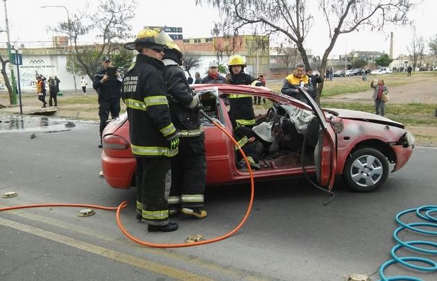 Importante simulacro de accidente vial en Maipú.