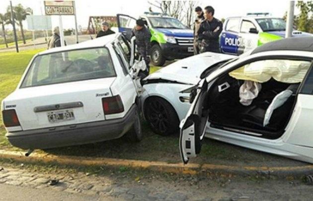 El BMW y un Fiat Duna, uno de los tres vehículos con que Centurión chocó.