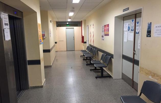 Salas de espera vacías, en algunos hospitales.