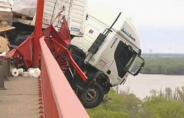 El conductor del vehículo logró bajarse por sus propios medios.