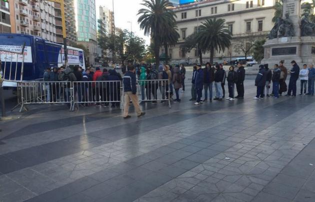 Cientos de hinchas esperan por su entrada (Foto: @CATalleresdecba)