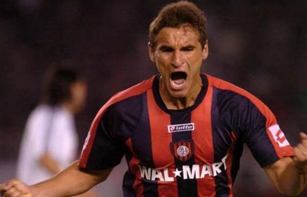 Bergessio jugó en el Ciclón hasta 2009.